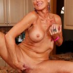 maman nue en photo sexe  079