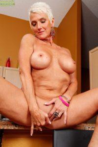 maman nue en photo sexe  088