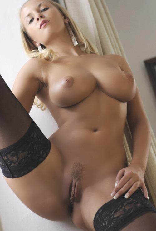 jeune mariee nue pour sodomie dans le 66